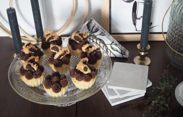 {FOOD} Cake & Cookie Love: Vanilla Chocolate Cupcakes