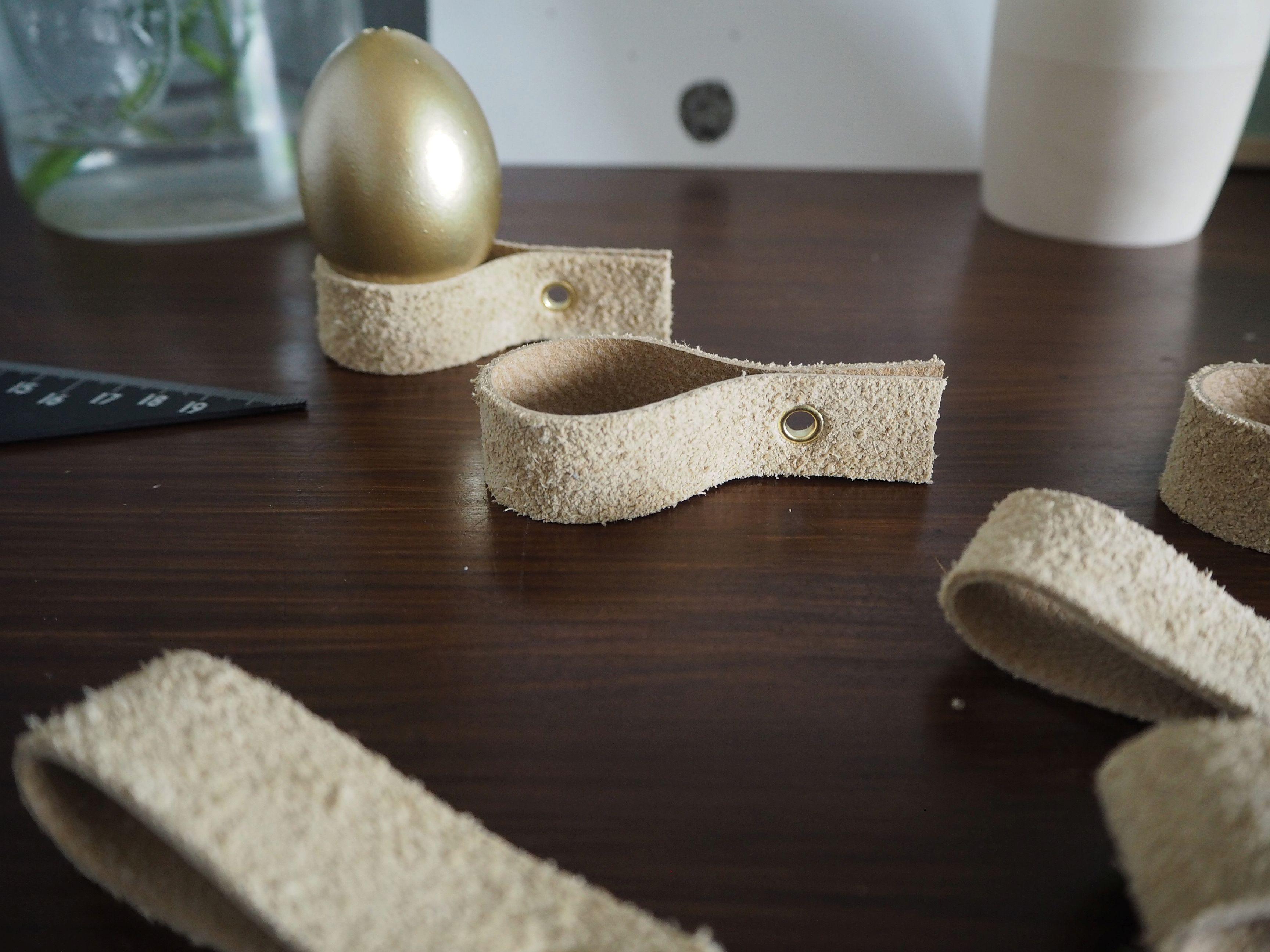 2018-03-skoen-och-kreativ-diy-glad-pask-schlichte-eierbecher-aus-leder (14)
