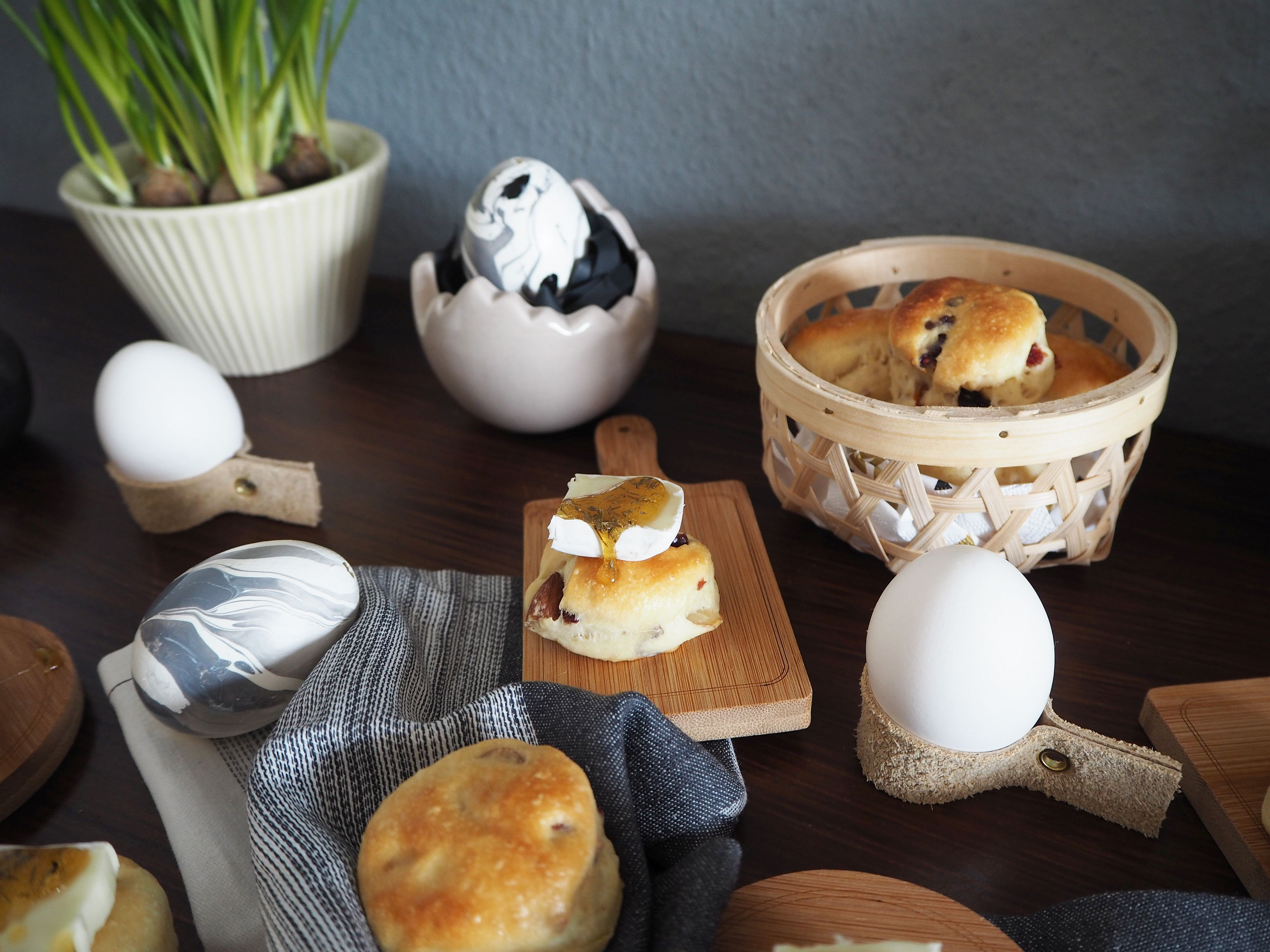 2018-03-skoen-och-kreativ-food-glad-pask-cranberry-mandel-broetchen-ostern (10)