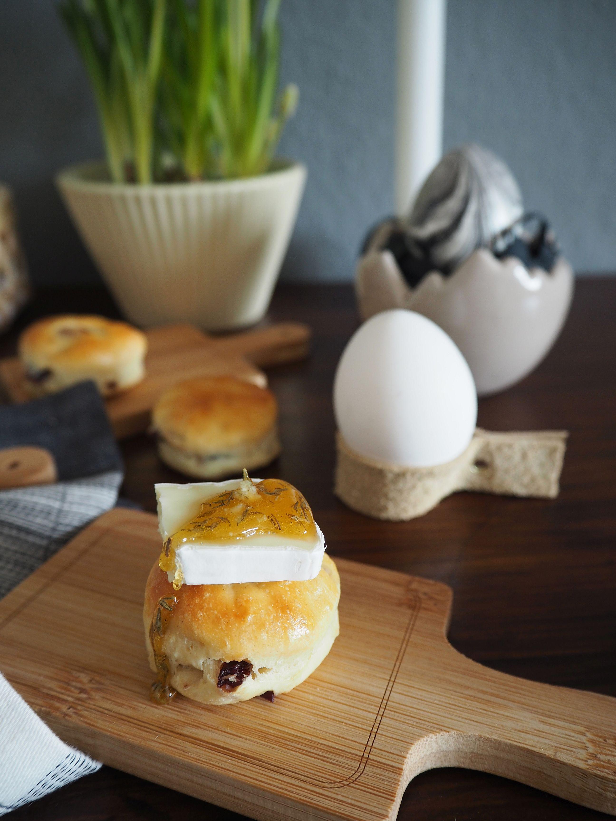 2018-03-skoen-och-kreativ-food-glad-pask-cranberry-mandel-broetchen-ostern (3)