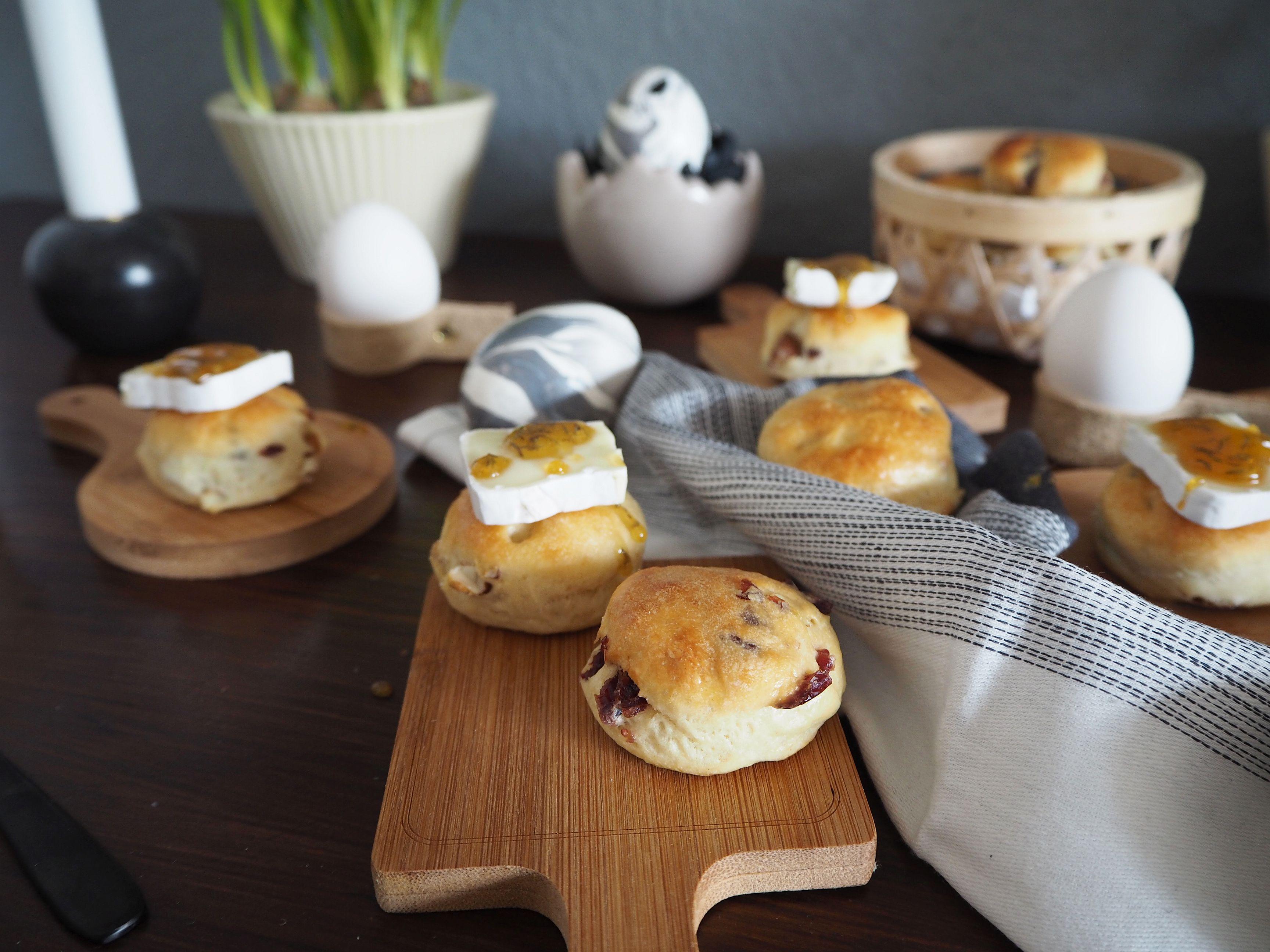 2018-03-skoen-och-kreativ-food-glad-pask-cranberry-mandel-broetchen-ostern (9)