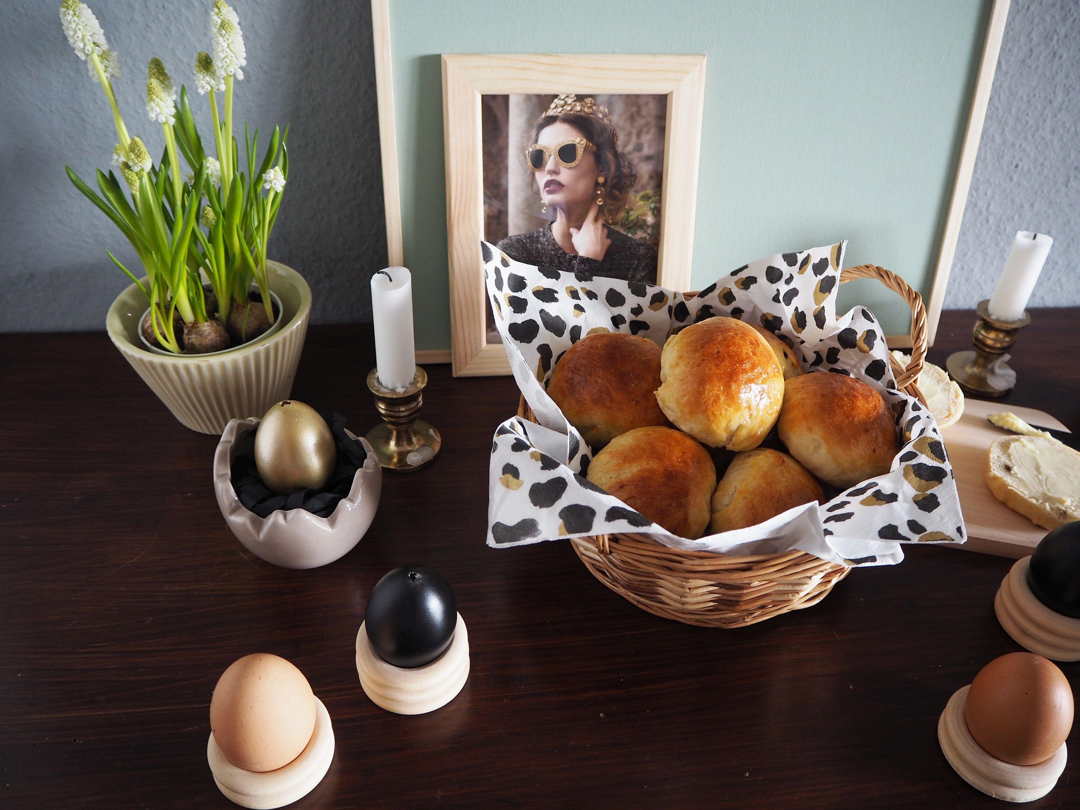 2018-03-skoen-och-kreativ-food-glad-pask-rosinenbroetchen-zu-ostern (10)