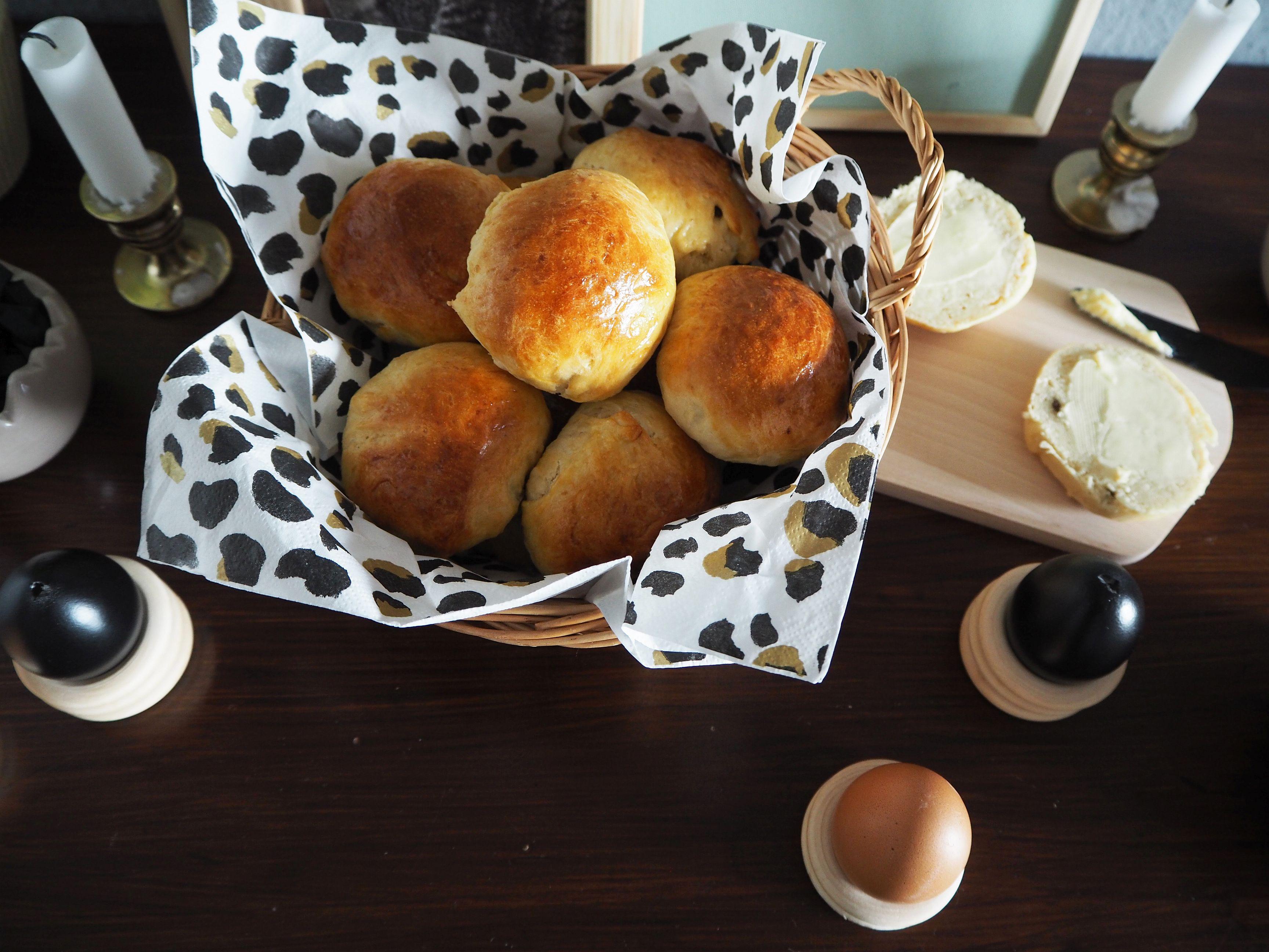 2018-03-skoen-och-kreativ-food-glad-pask-rosinenbroetchen-zu-ostern (11)