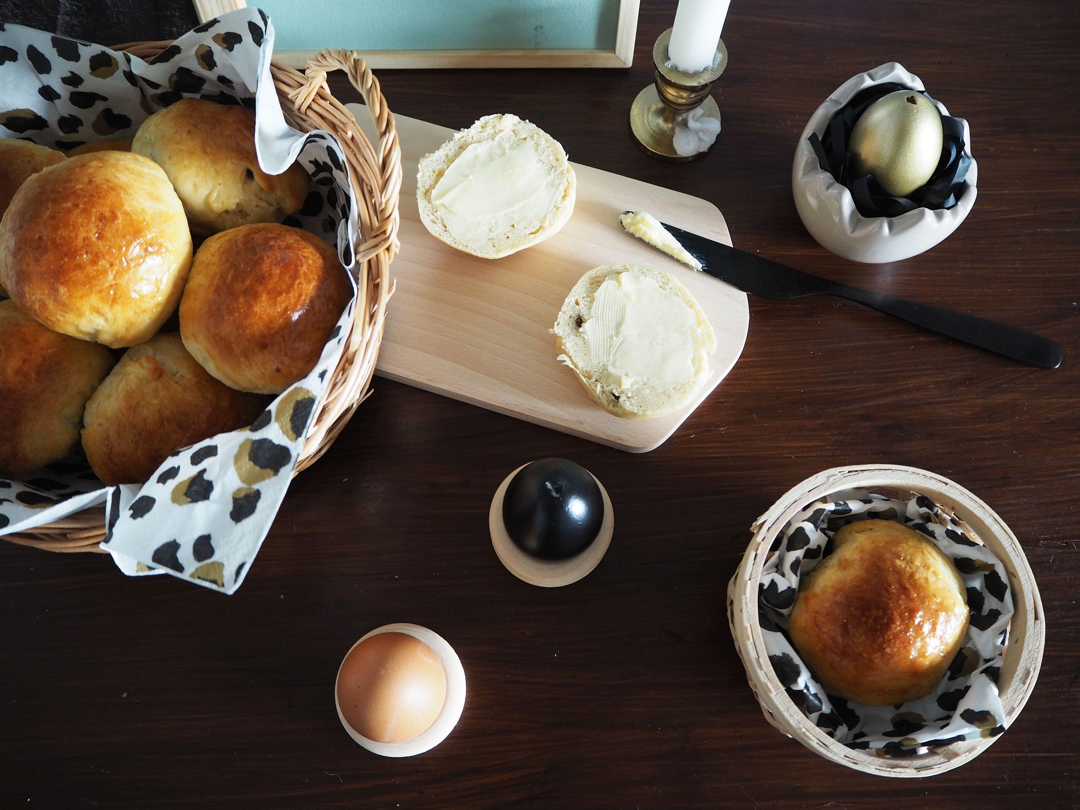 2018-03-skoen-och-kreativ-food-glad-pask-rosinenbroetchen-zu-ostern (4)