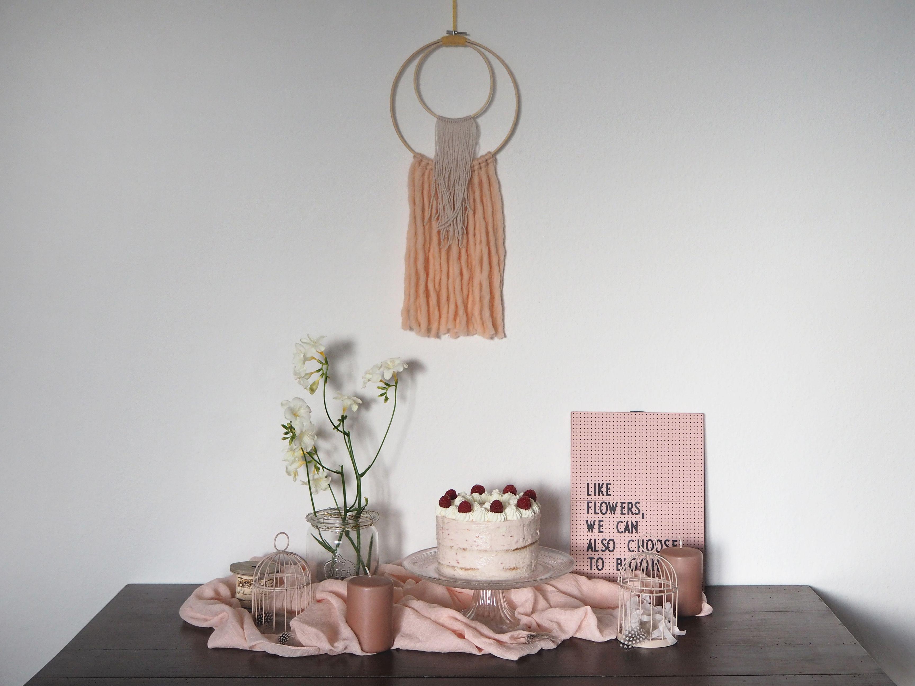 2018-04-skoen-och-kreativ-food-glad-pask-rhabarber-himbeer-toertchen-mit-crunch-zu-ostern (2)