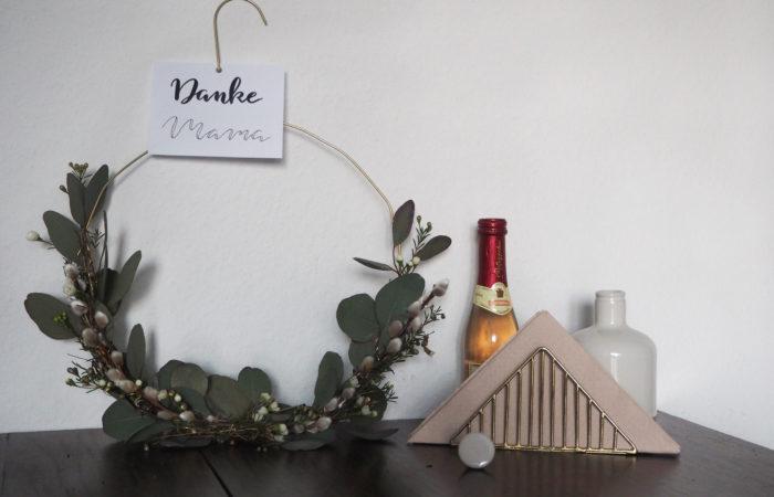 {DIY} Lettering # Last-Minute Blumenkranz zum Muttertag