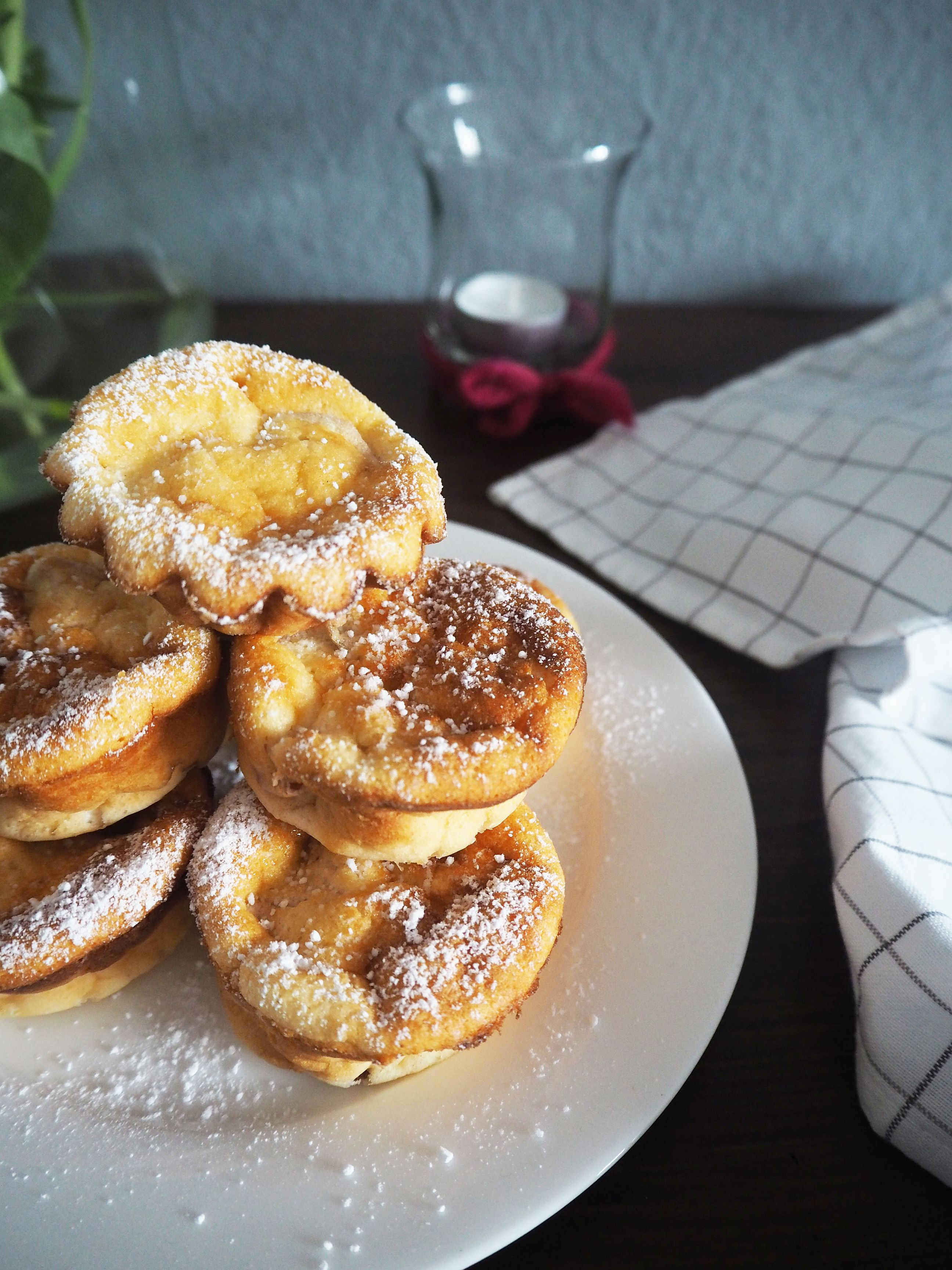 2018-05-skoen-och-kreativ-food-mittsommar-rhabarber-mini-cakes-fuers-kuchenbuffet (5)