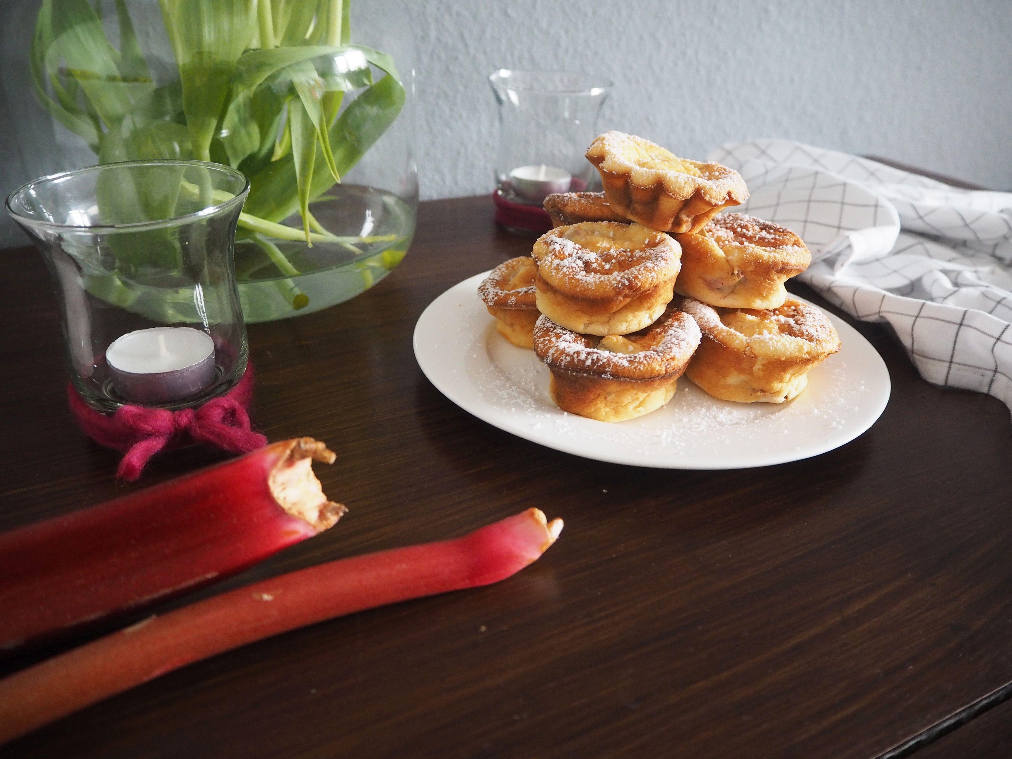 2018-05-skoen-och-kreativ-food-mittsommar-rhabarber-mini-cakes-fuers-kuchenbuffet (8)