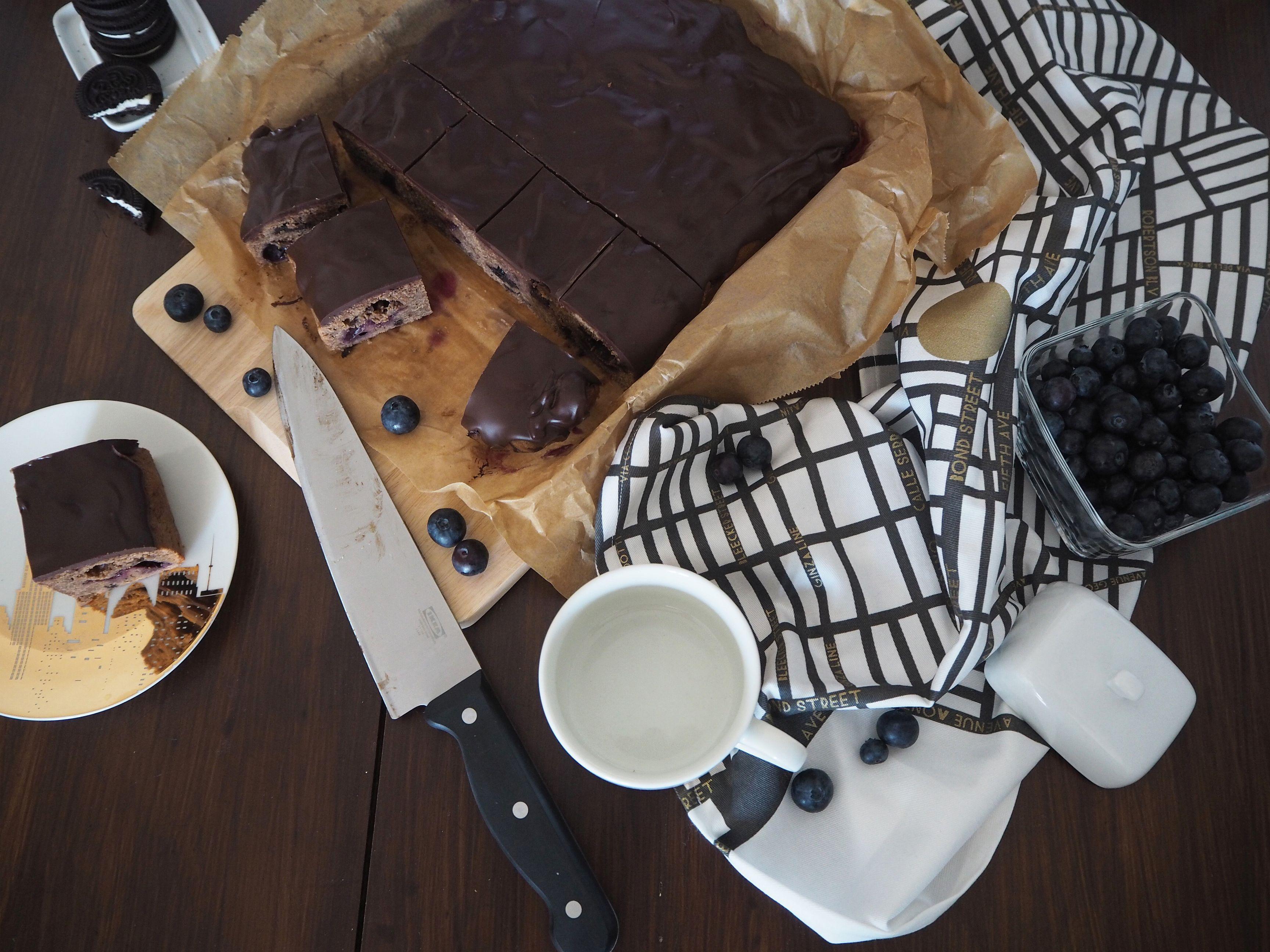 2018-05-skoen-och-kreativ-food-oreo-brownie-mit-blaubeeren (6)