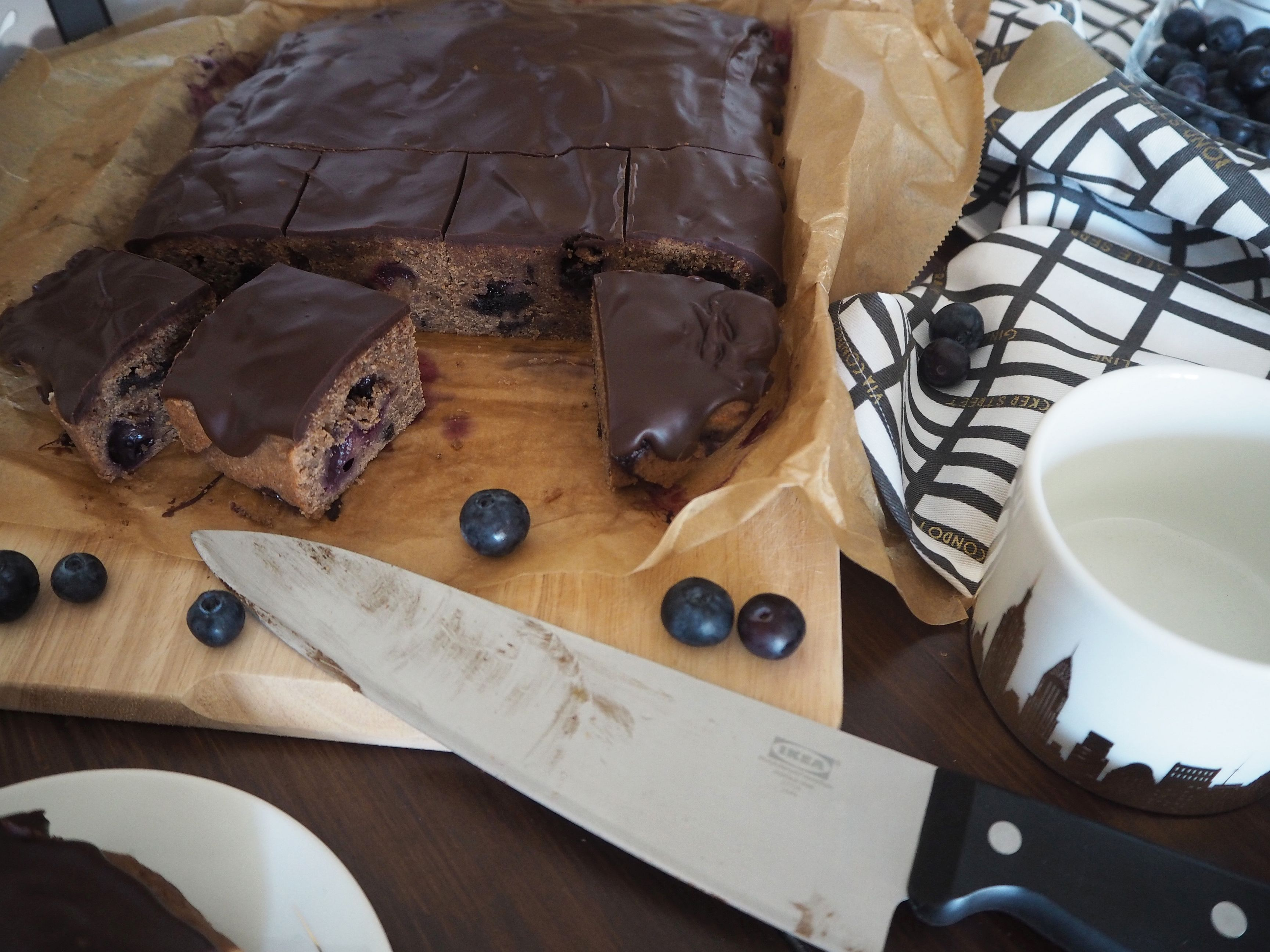 2018-05-skoen-och-kreativ-food-oreo-brownie-mit-blaubeeren (8)
