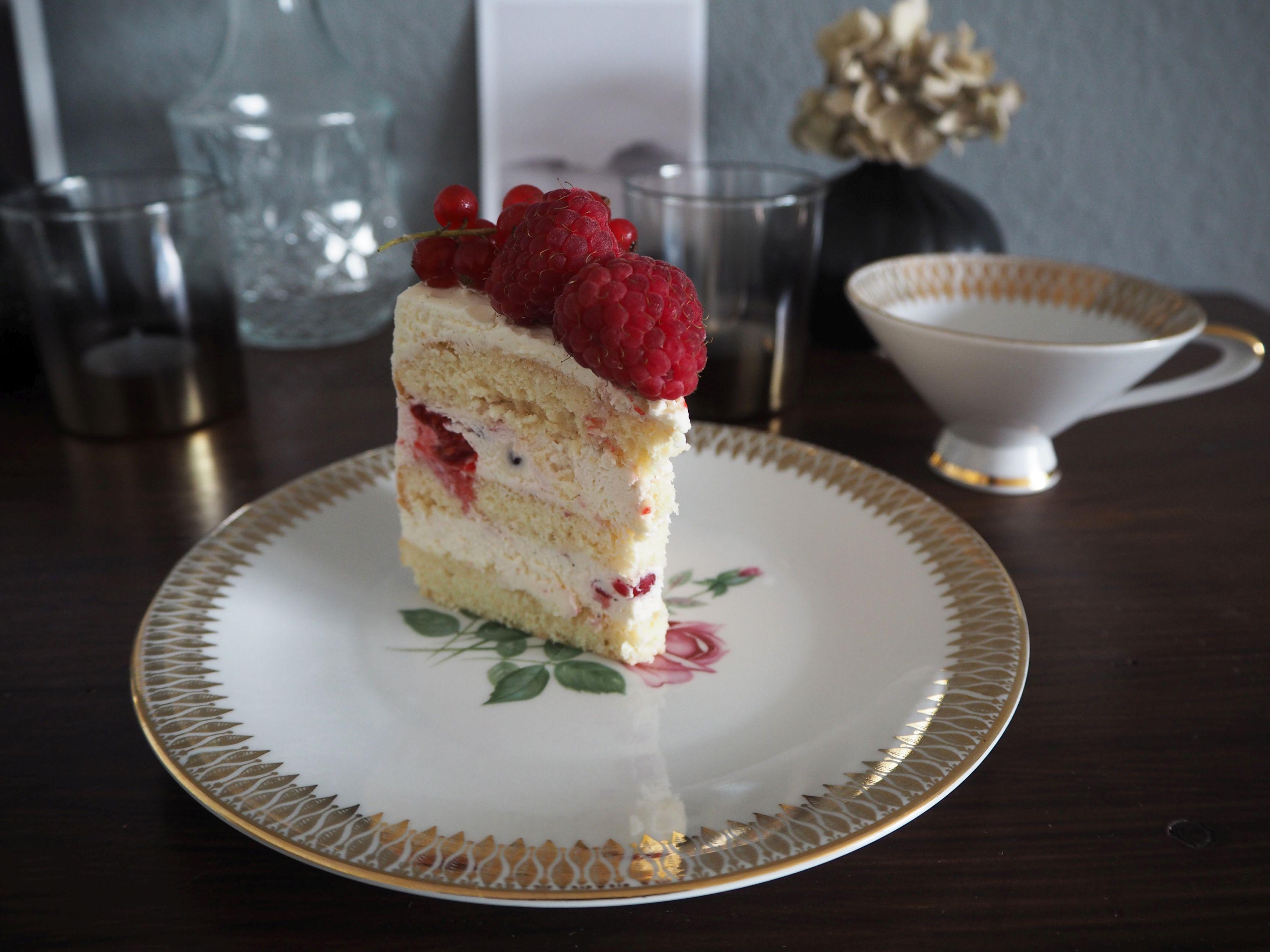 2018-05-skoen-och-kreativ-foodberry-semi-naked-cake-beeren-torte-zum-muttertag (10)