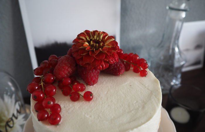 {FOOD} Berry Semi Naked Cake zum Muttertag