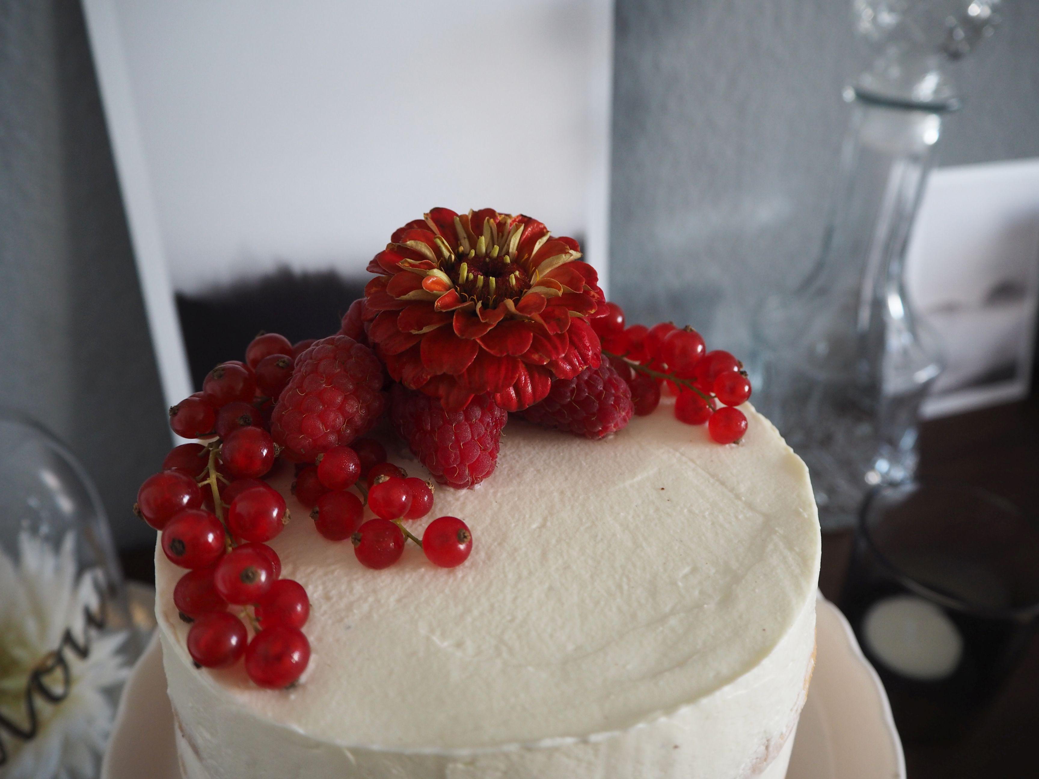 2018-05-skoen-och-kreativ-foodberry-semi-naked-cake-beeren-torte-zum-muttertag (4)