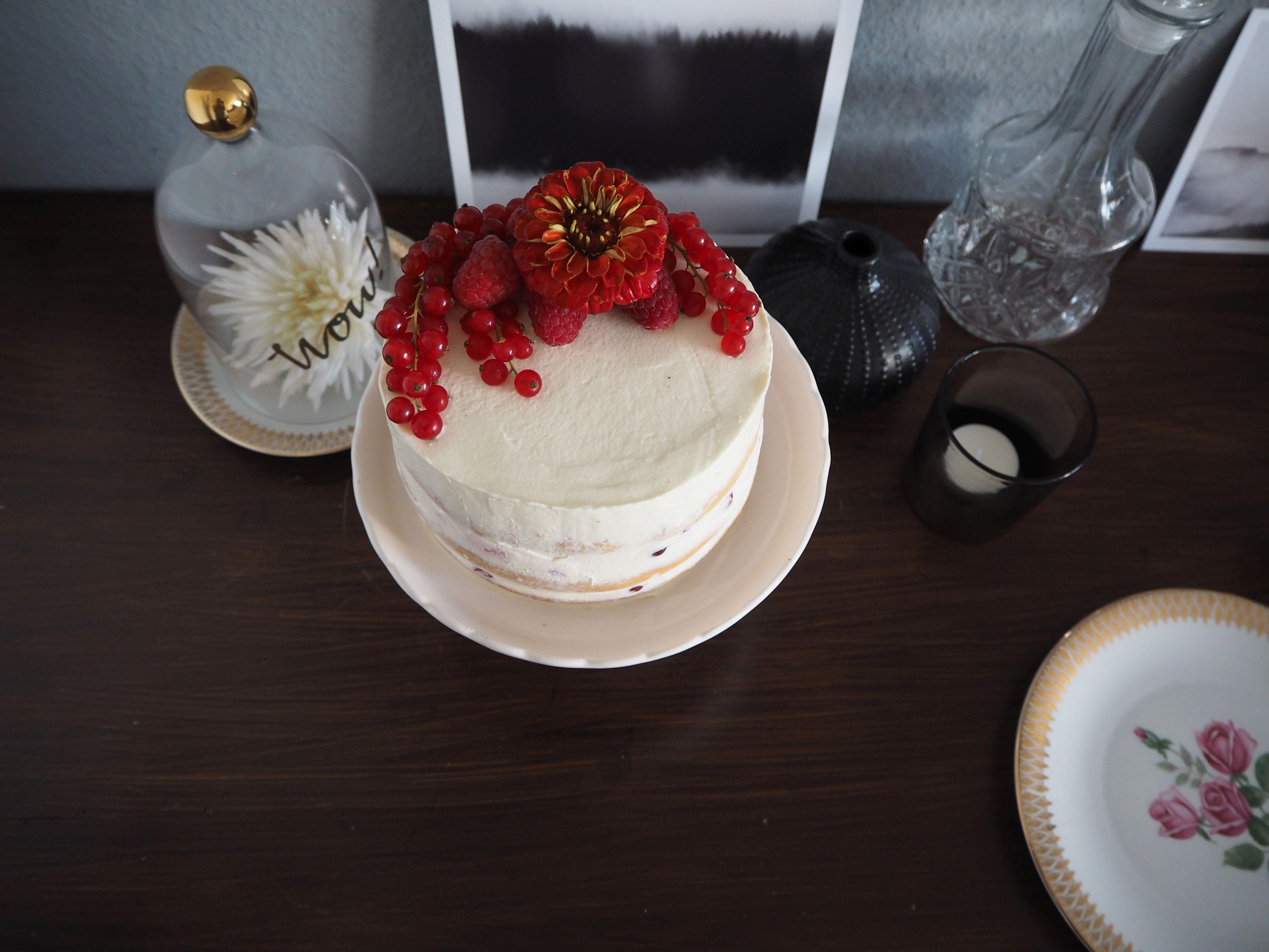 2018-05-skoen-och-kreativ-foodberry-semi-naked-cake-beeren-torte-zum-muttertag (5)