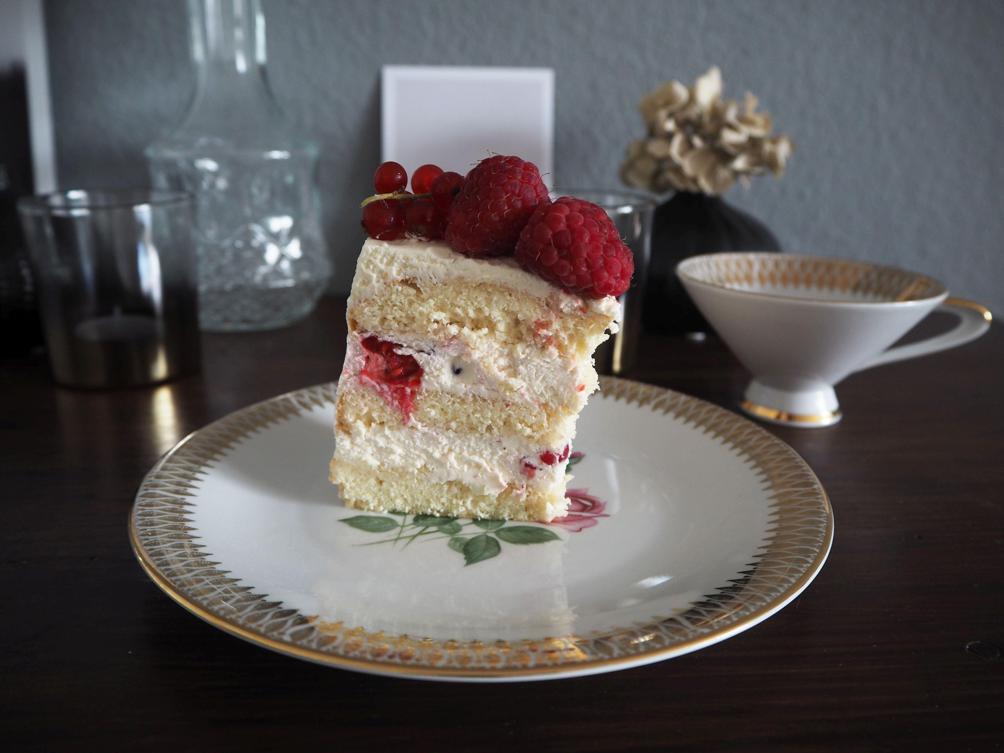 2018-05-skoen-och-kreativ-foodberry-semi-naked-cake-beeren-torte-zum-muttertag (8)