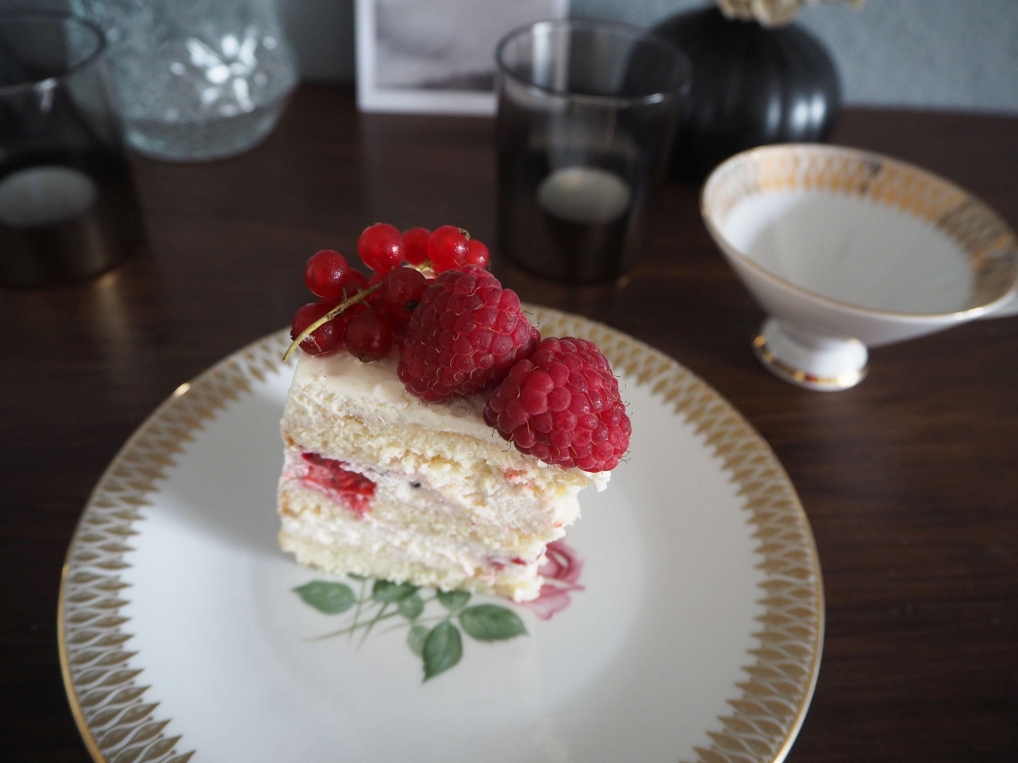 2018-05-skoen-och-kreativ-foodberry-semi-naked-cake-beeren-torte-zum-muttertag (9)
