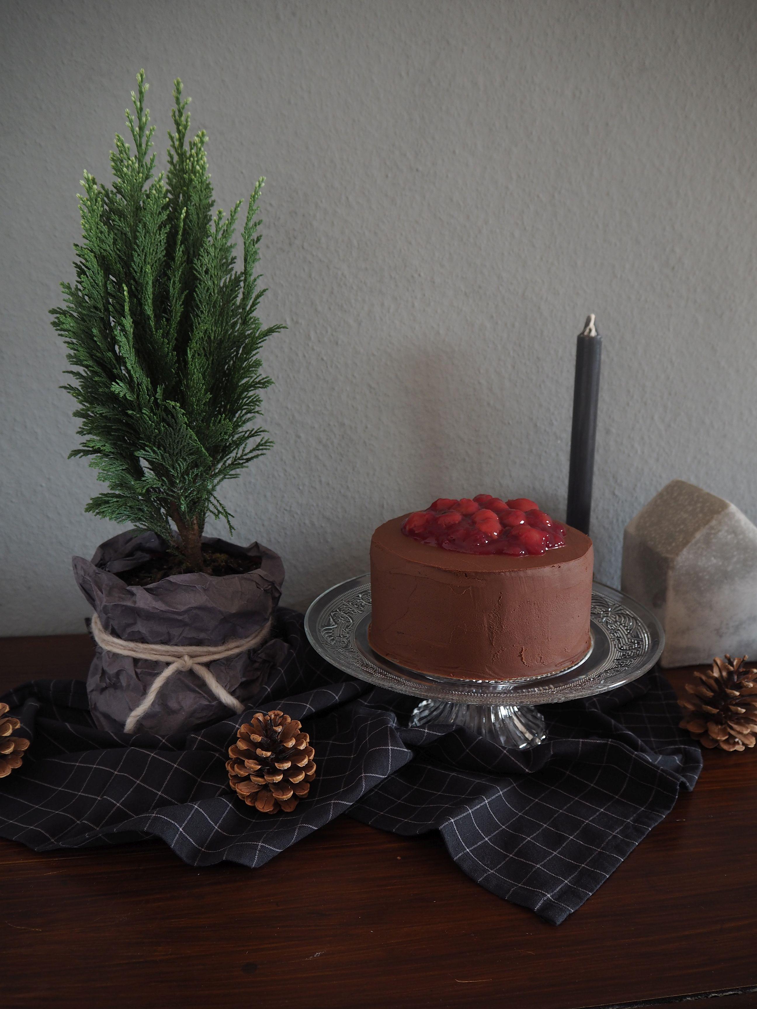 2017-12-skoen-och-kreativ-adventskalender-cookie-and-cake-love-chocolate-cherry-cake (4)