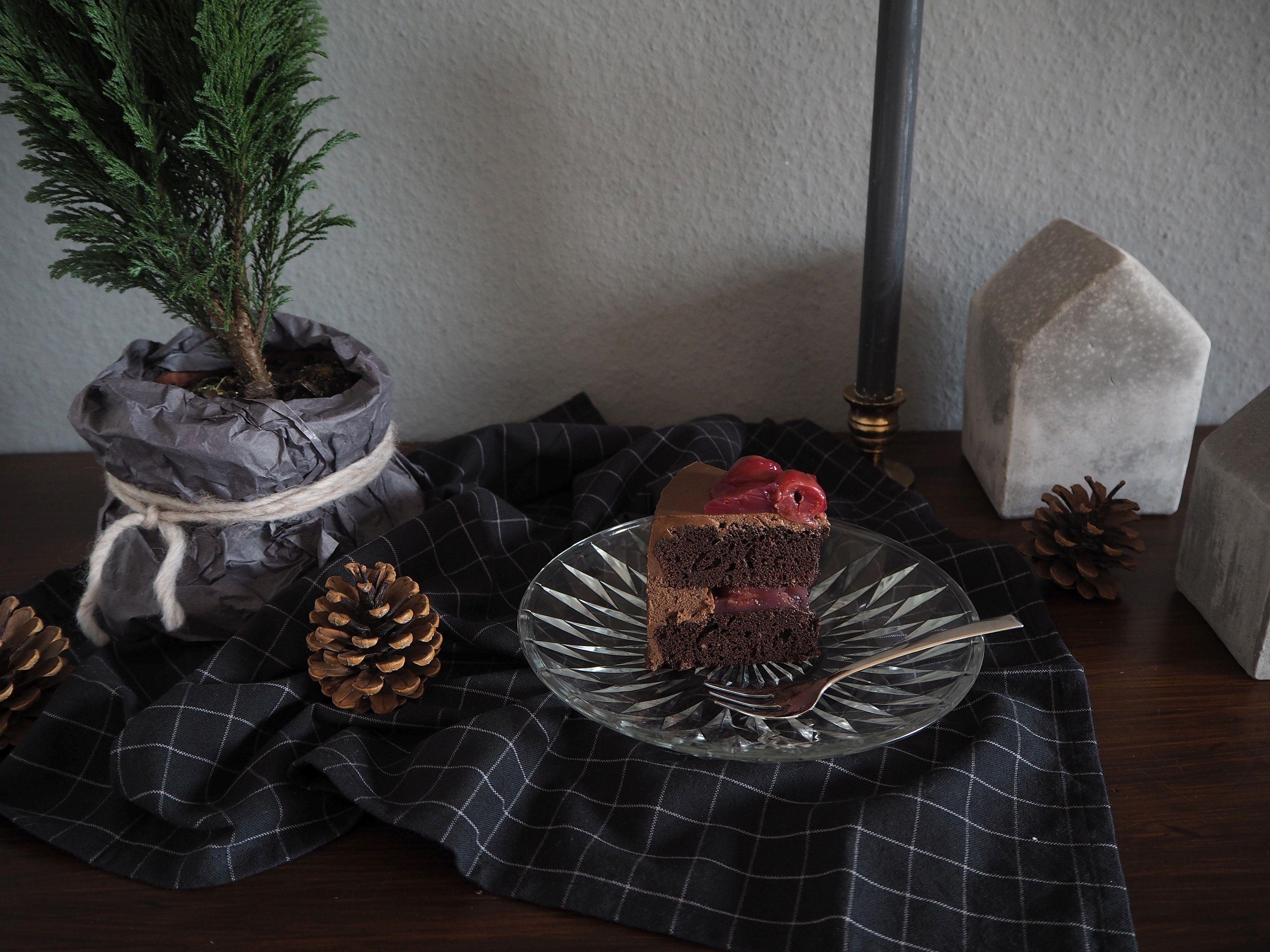 2017-12-skoen-och-kreativ-adventskalender-cookie-and-cake-love-chocolate-cherry-cake (8)