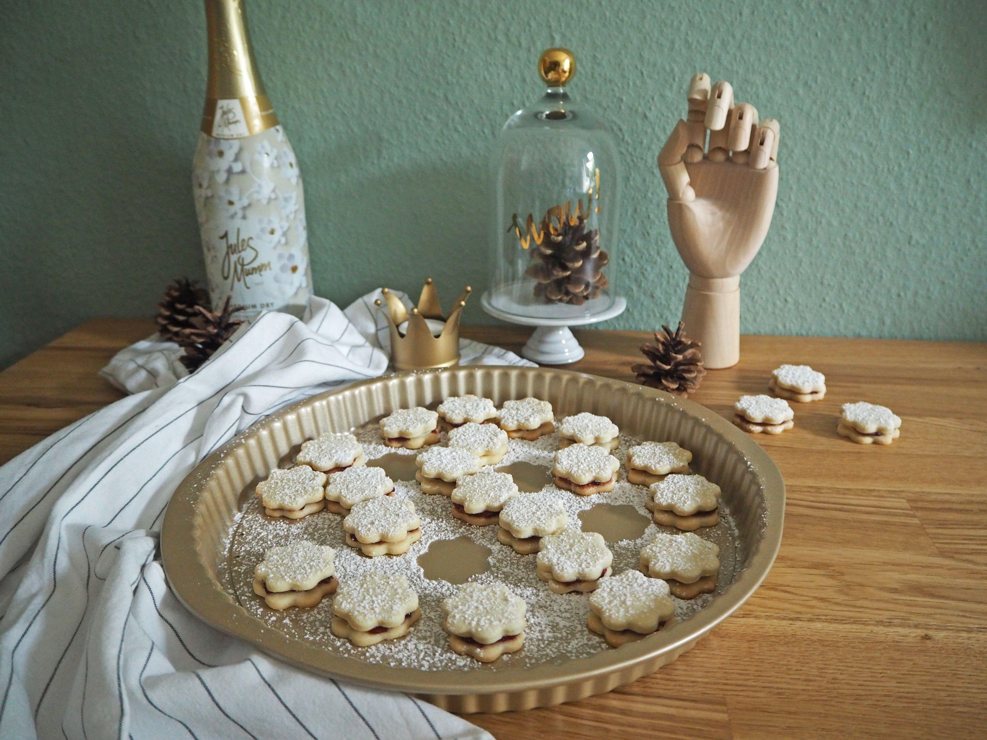 2018-skoen-och-kreativ-food-god-jul-plaetzchen-vanille-cookies-mit-marmelade (1)