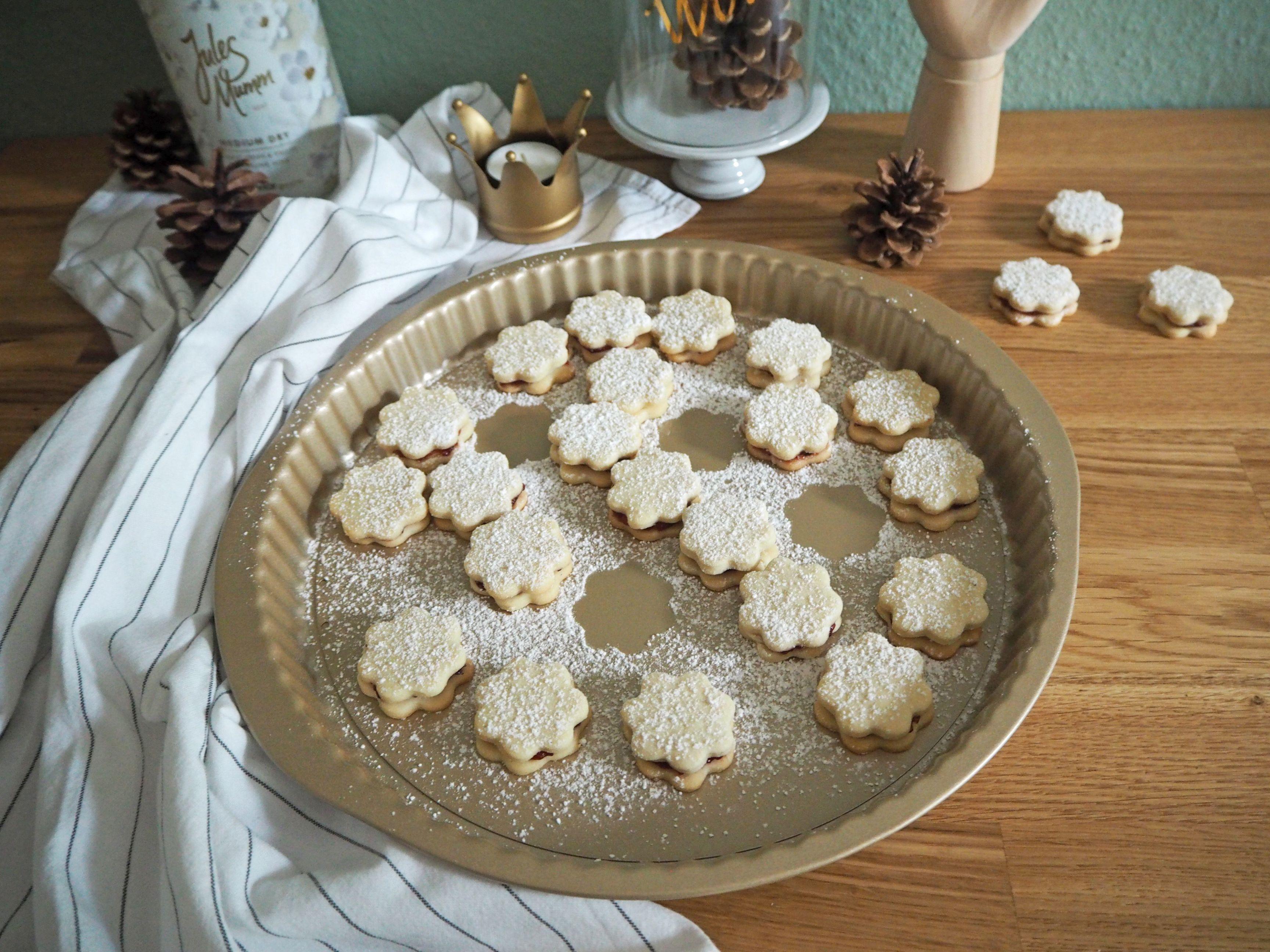 2018-skoen-och-kreativ-food-god-jul-plaetzchen-vanille-cookies-mit-marmelade (2)