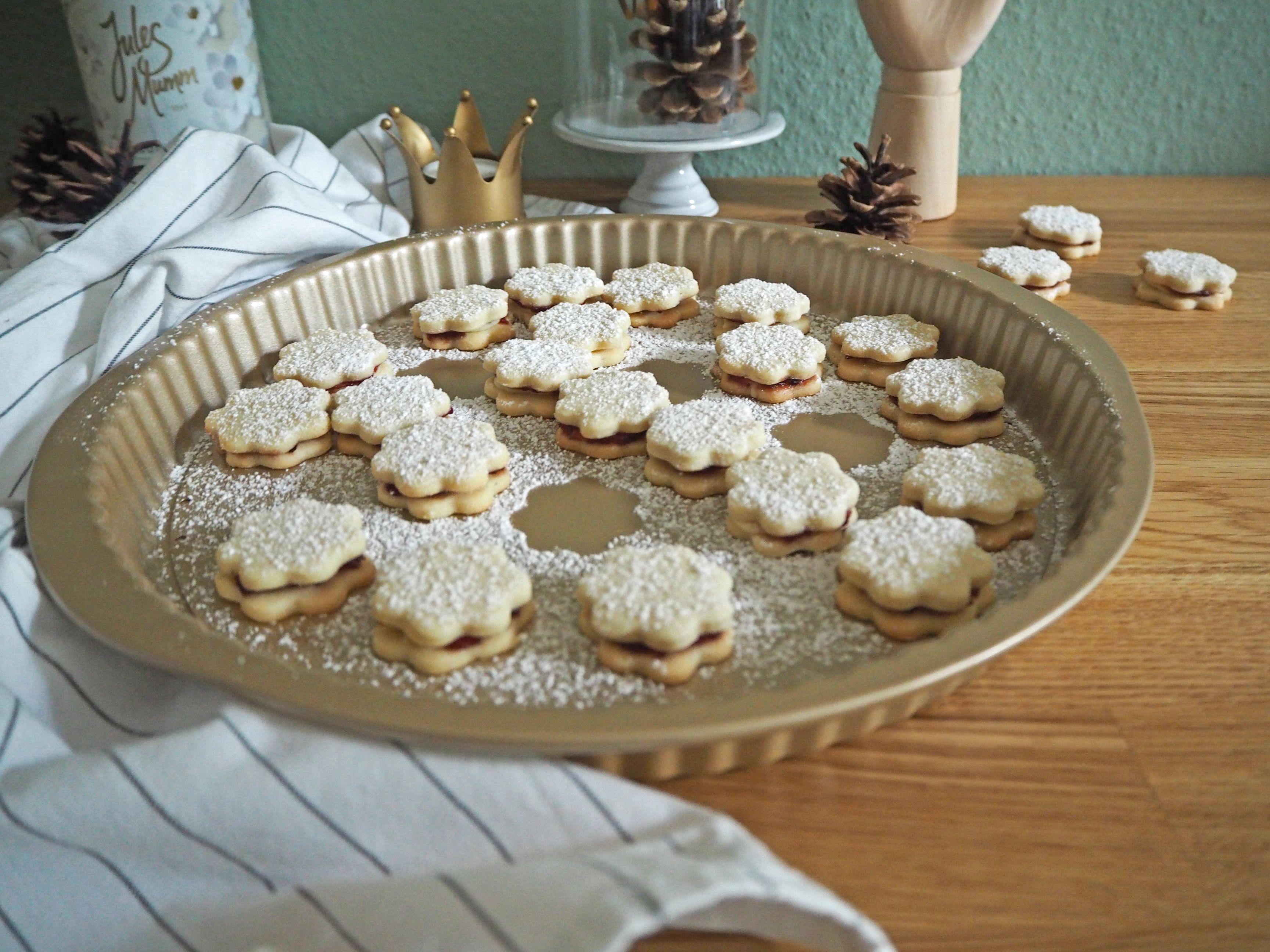 2018-skoen-och-kreativ-food-god-jul-plaetzchen-vanille-cookies-mit-marmelade (7)