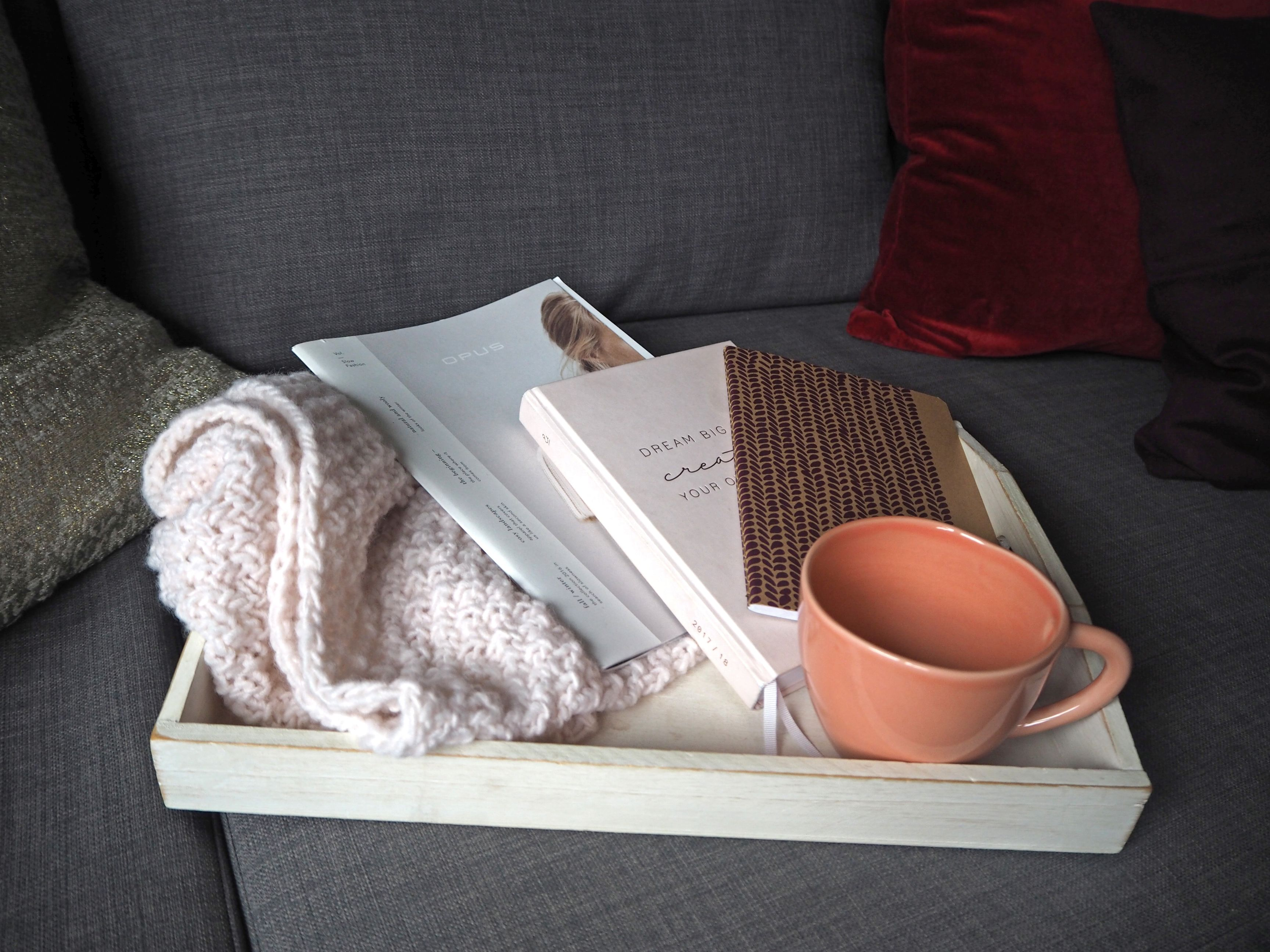 2018-skoen-och-kreativ-interior-god-jul-klassisches-rot-fuer-weihnachten-wohnzimmer (10)
