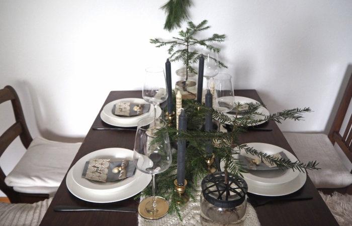 God Jul: Festliche Tischdekoration im Skandi-Stil mit Goldakzenten